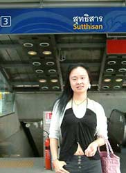 Amanda 曼谷 新近通車的 地鐵站 出口