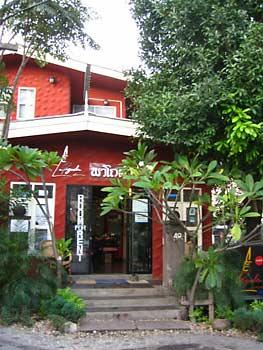 ChinMai--Pagoda-Inn-facade