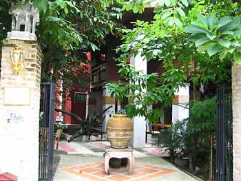 ChinMai-Pagoda-Inn-garden