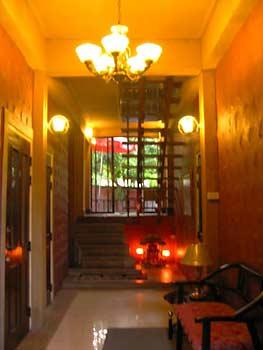 ChinMai-Pagoda-Inn-hallway