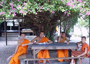 Luang_Prabang_young_monks