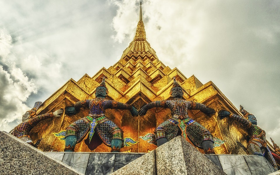 Sky Temple Gold Thai Buddhism Religion Giant